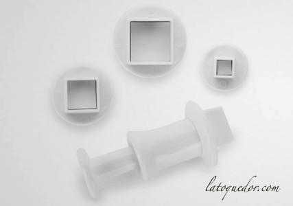 Découpoir mini carré avec poussoir (x3)